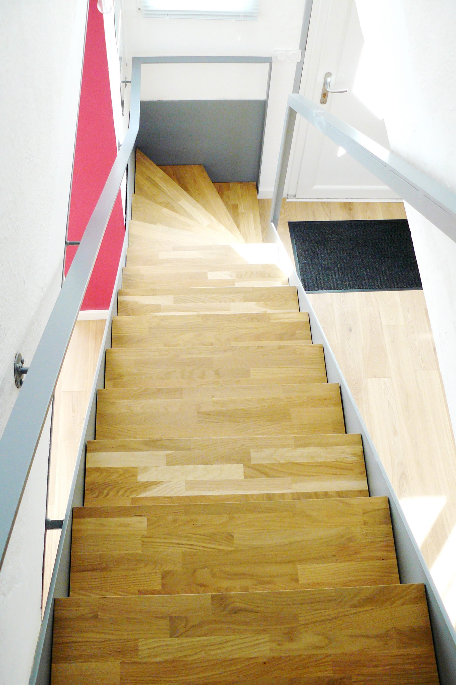 Le2bis Rénovation Villa à l'union-Agrandissement-Transformation garage-escalier métal et bois-Ilot central-Cuisine ouverte