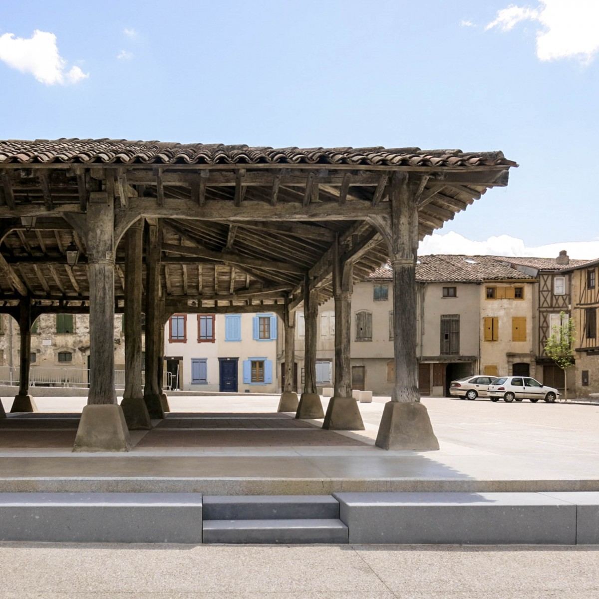 Le2bis - espaces publics Saint-Félix Lauragais -Détail 10 - halle et détail pierre granit