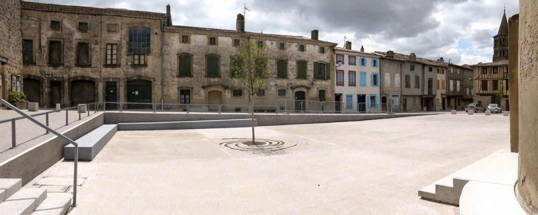 Le2bis - espaces publics Saint-Félix Lauragais -Détail 9 - place centrale en béton Poli