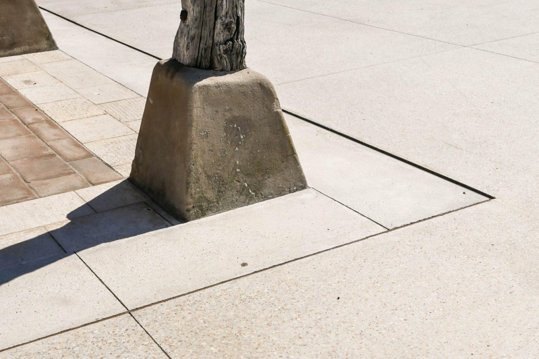 Le2bis - espaces publics Saint-Félix Lauragais -Détail 3 seuil - pente précise 1%, cornière acier- mise en œuvre béton spécifique