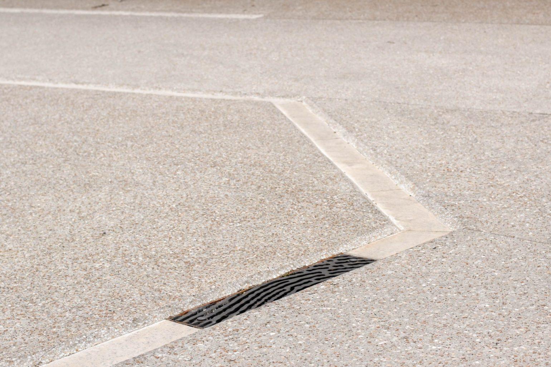 le2bis espaces publics Saint-Félix Lauragais - gérer les eaux de pluie - modeler le sol - grille avaloire sur mesure - caniveau moulé - caniveau chanfreinè - regards eaux pluviales -Fonderie Dechaumont