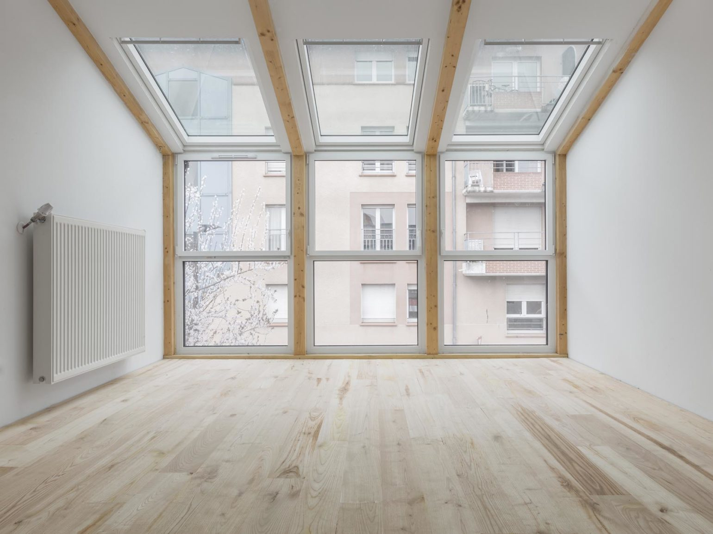 Le2bis-Agence d'architecture toulouse-Surélévation contemporaine minimaliste Maison Toulouse-Détail bow window-Charpente-Velux-1