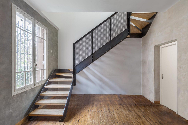 Le2bis-Agence d'architecture toulouse-Surélévation contemporaine minimaliste Maison Toulouse-Détail escalier métal-Vue entière