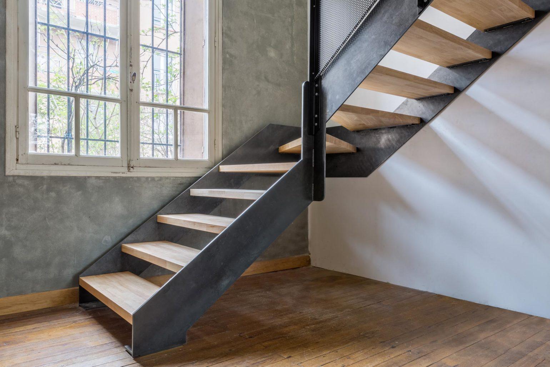 Le2bis-Agence d'architecture toulouse-Surélévation contemporaine minimaliste Maison Toulouse-Détail escalier métal-Vue marches