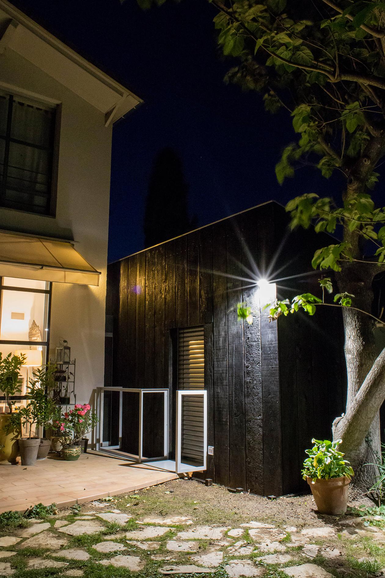Agrandissement d'une maison d'habitation, Architecture contemporaine Construction ossature bois et bardage en bois brulé